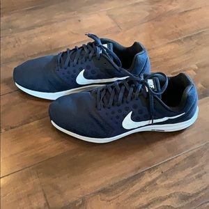 Nike downshifter 7 size 12 MENs Navy Blue & white